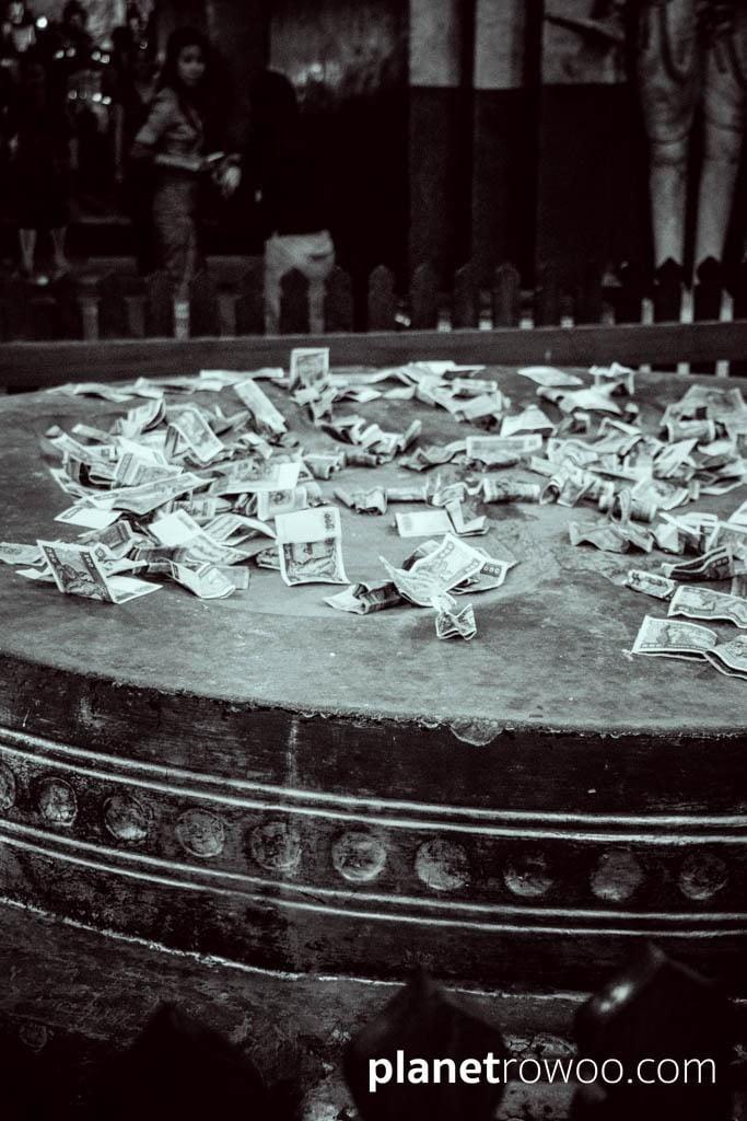 Ananda temple, money offerings