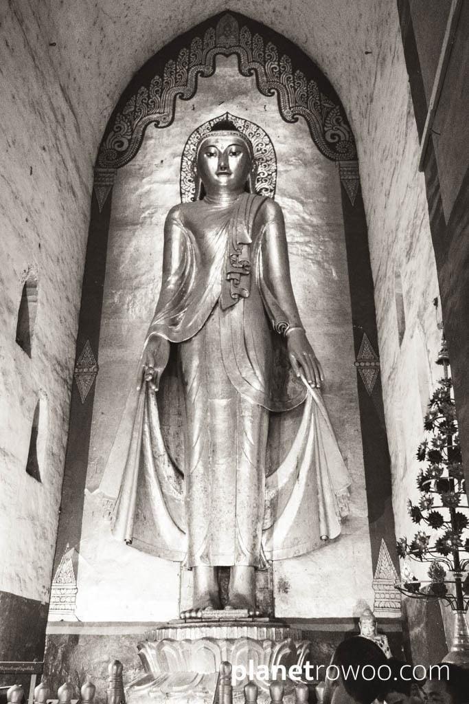 Standing Konagamana Buddha, Ananda temple