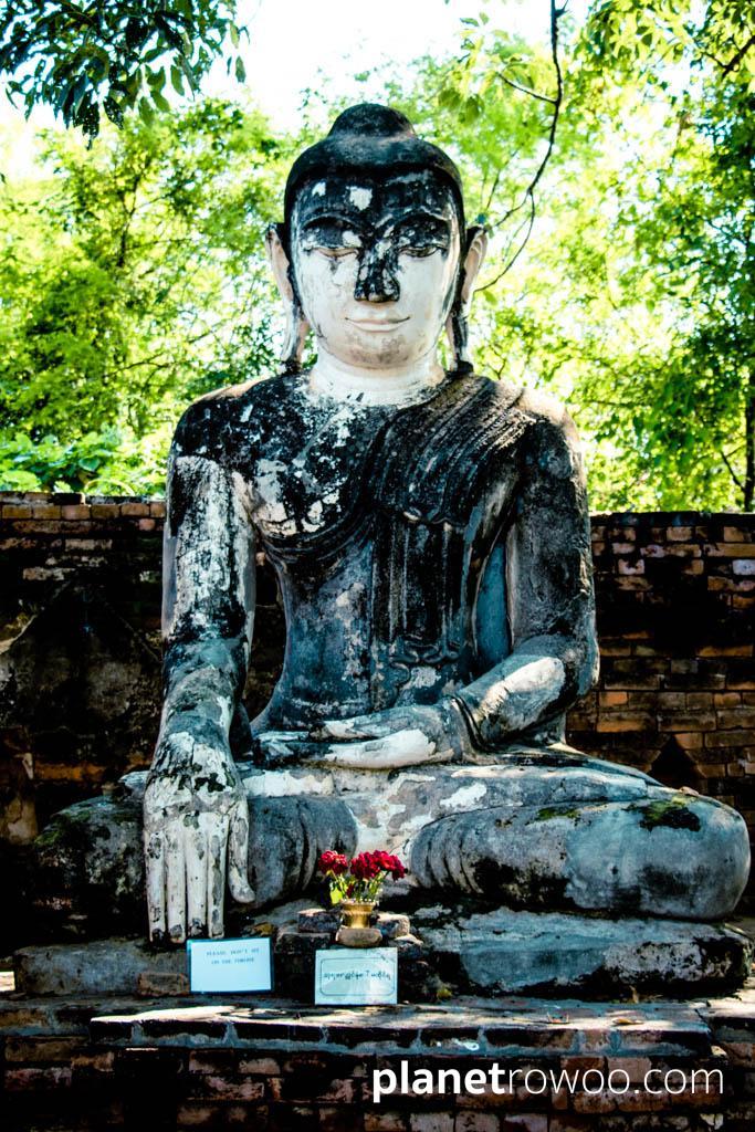 Buddha image at Yedanasimi Pagoda, Inwa
