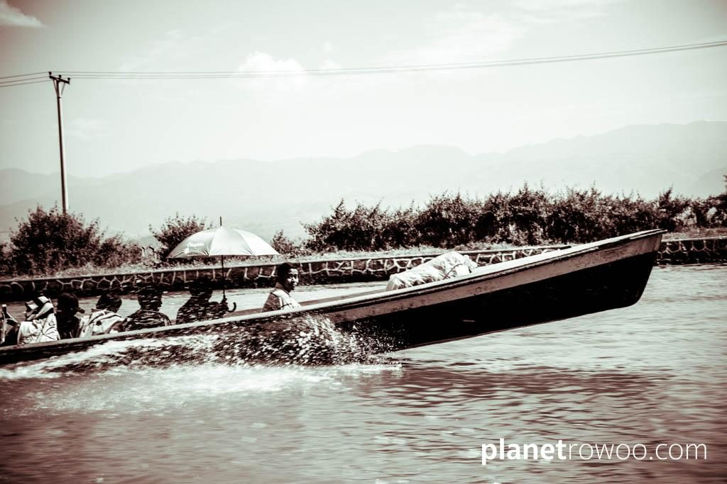 Passing another motorboat en-route to Inle Lake