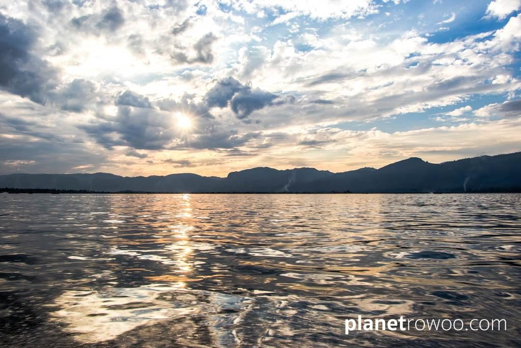 The sun goes down over Inle Lake