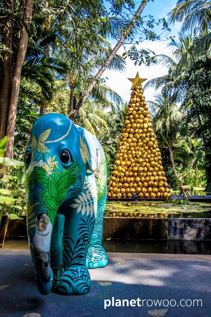 Elephant Parade statue & Coconut Christmas tree