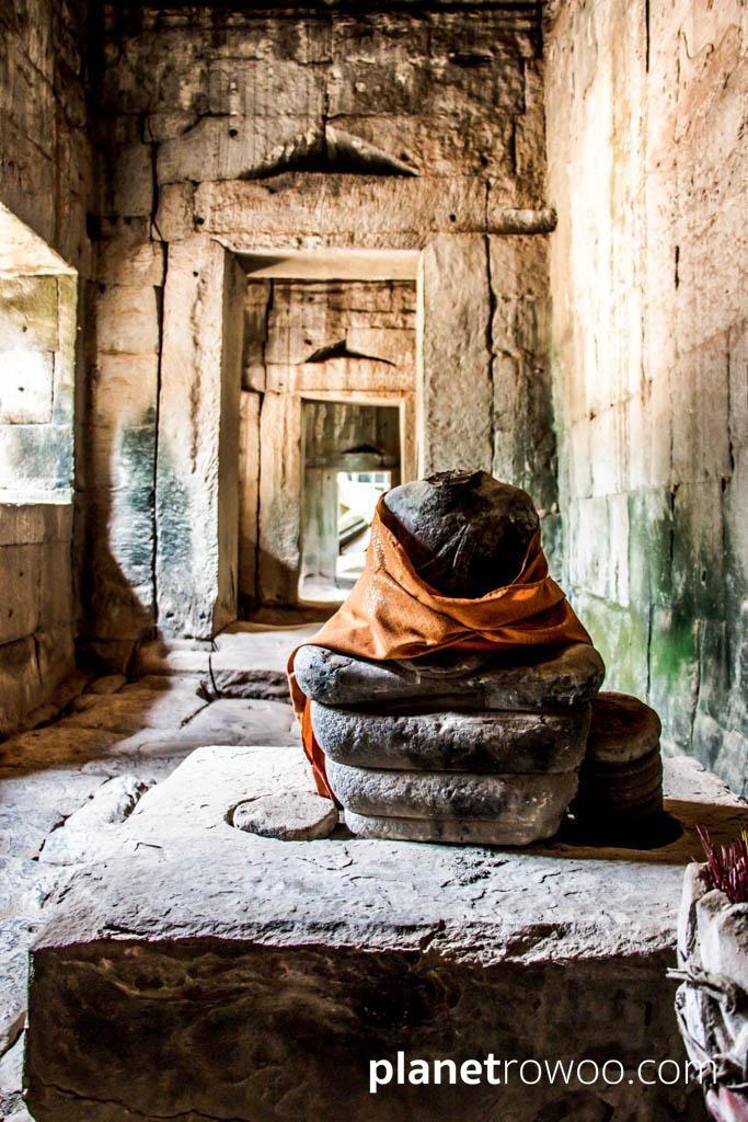 Draped statue in the narrow corridors of Ta Prohm