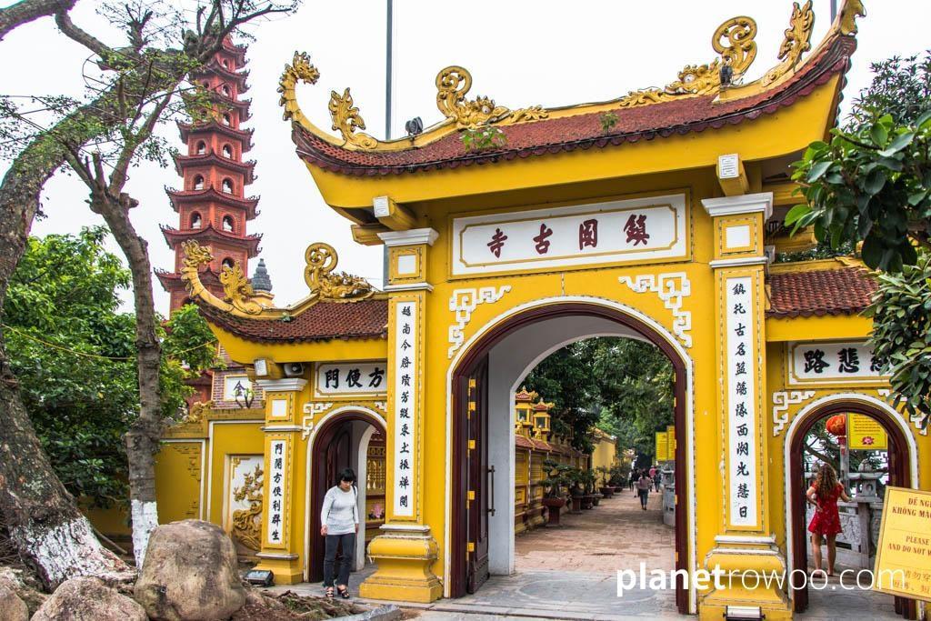 The entrance gate to Tran Quoc Pagoda, Hanoi