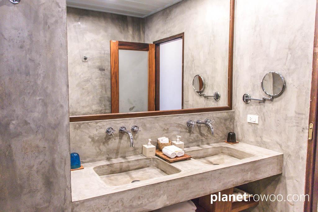 A minimalist concrete theme in the Grand Deluxe bathrooms at Maison Dalabua