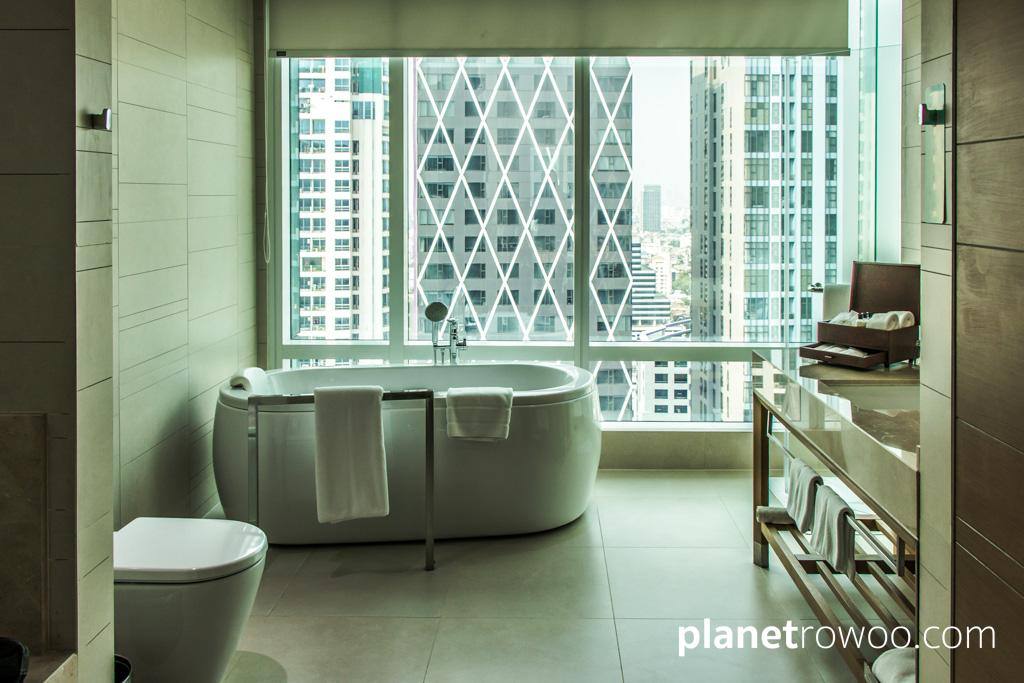 Bathtub's with a view at the Eastin Grand Hotel Sathorn