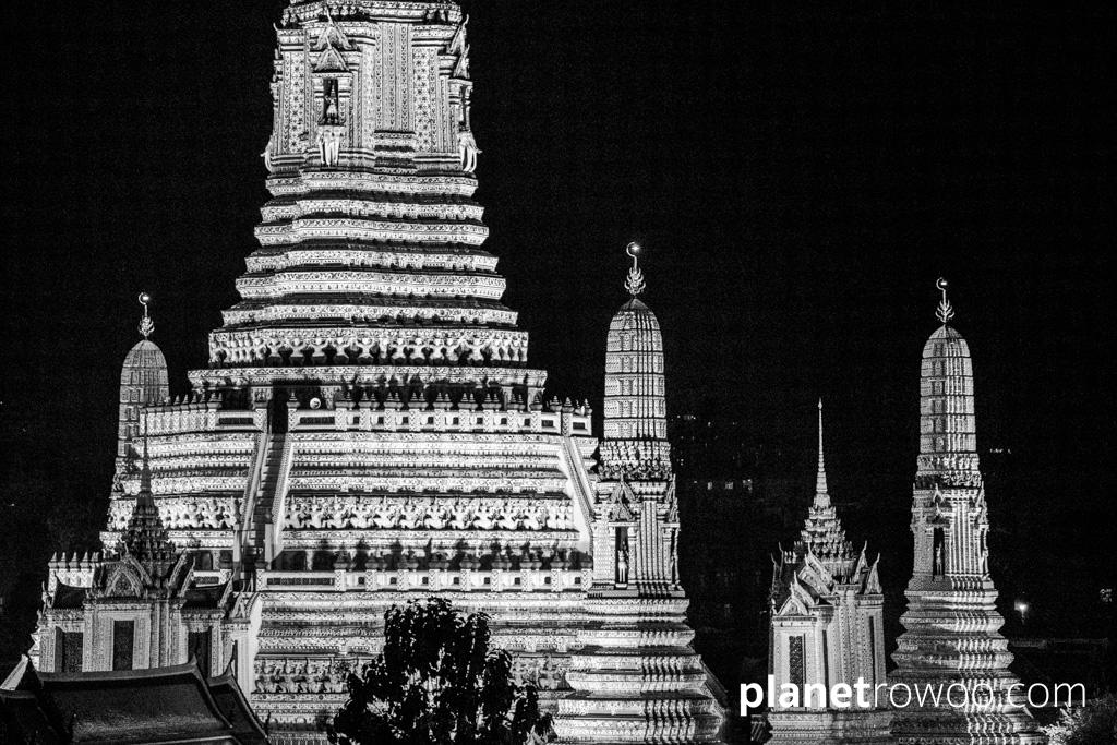 Wat Arun (the Temple of the Dawn) in Bangkok lit up at night